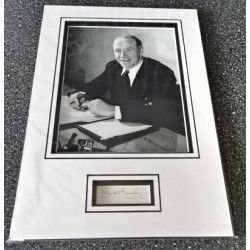 Matt Busby Man United signed authentic genuine signature autograph display