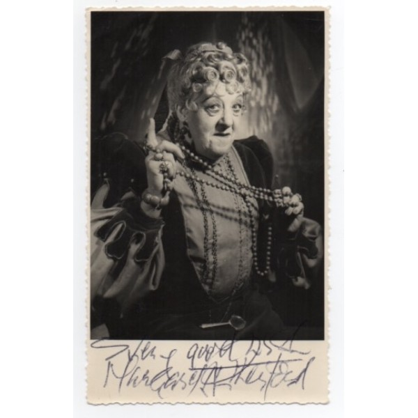 Margaret Rutherford signed authentic genuine signature autograph photo