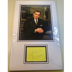 Raymond Burr Perry Mason signed genuine signature autograph display