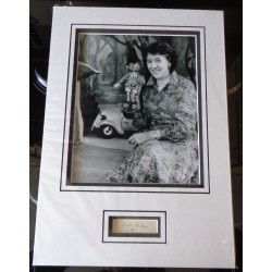 Enid Blyton signed authentic genuine signature autograph display