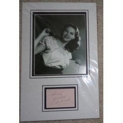 Yvonne DeCarlo genuine signed autograph signature display.