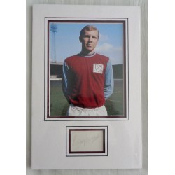 Bobby Moore West Ham signed authentic signature autograph photo display