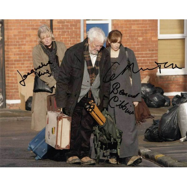 Dr Who actors multiple signed colour photo 2 AK33
