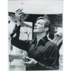 SOLD Roger Moore 007 James Bond genuine authentic signed autograph photo 3