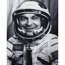 Cosmonaut Yuri Romanenko authentic signed autograph photo