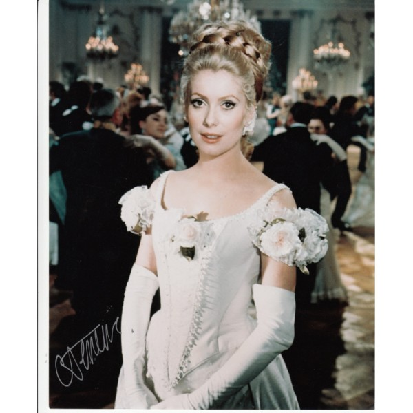 Catherine Deneuve genuine signed authentic autograph photo 2
