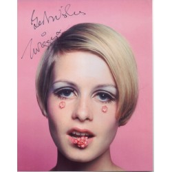 Twiggy Leslie Hornby genuine authentic autograph signed photo.