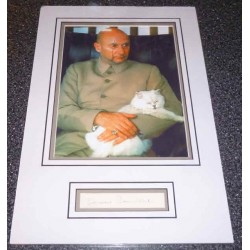 Donald Pleasence James Bond genuine authentic signed autograph display.