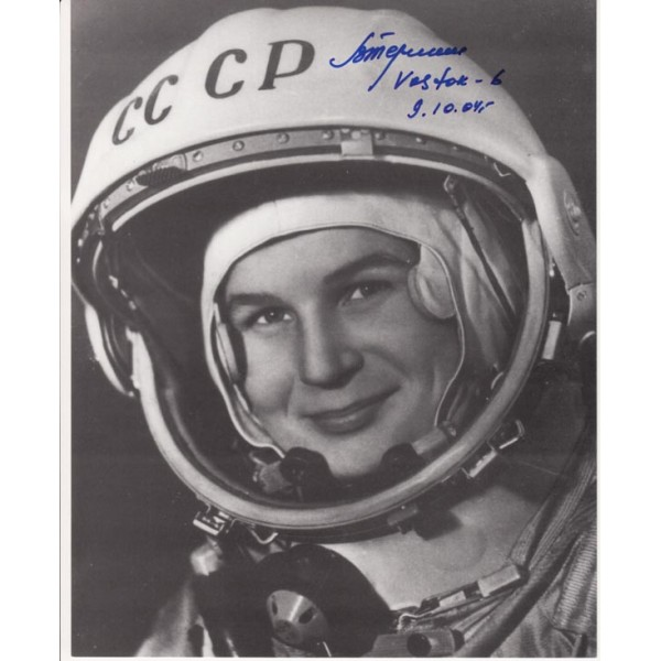 Cosmonaut Valentina Tereshkova authentic signed b/w autograph image 2