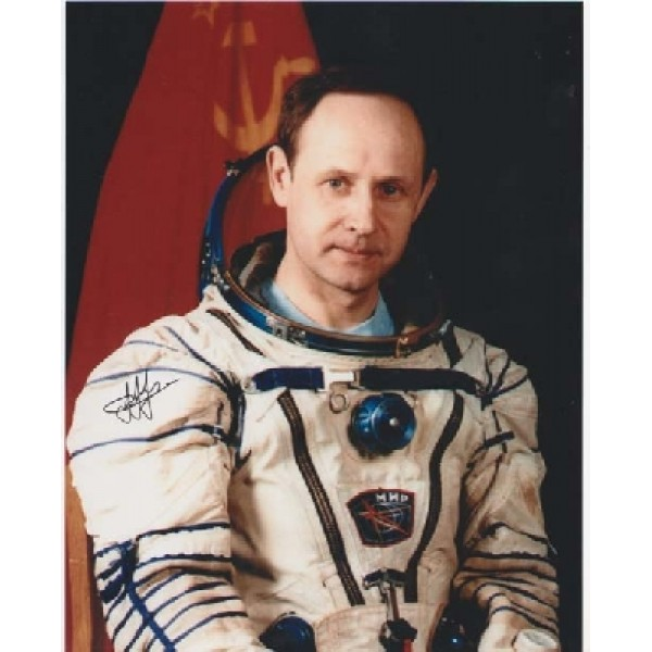Cosmonaut Artsebarsky space genuine signed autograph photo