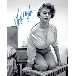 Sophia Loren signed authentic genuine signature